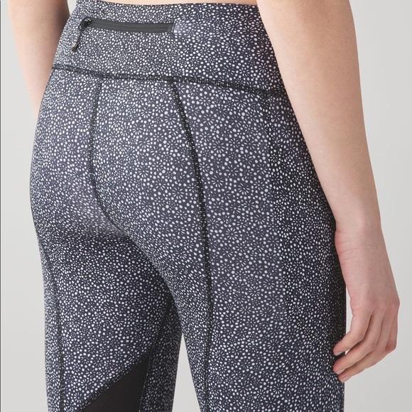 51c1c2bfcfe9ff lululemon athletica Pants - Lululemon Pace Rival Crop Freckle Flower • size  8